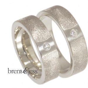 14k white 6mm double fingerprint ring with diamond in between
