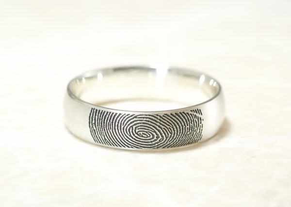 Custom Memorial 6mm ring with your fingerprint by Brent&Jess