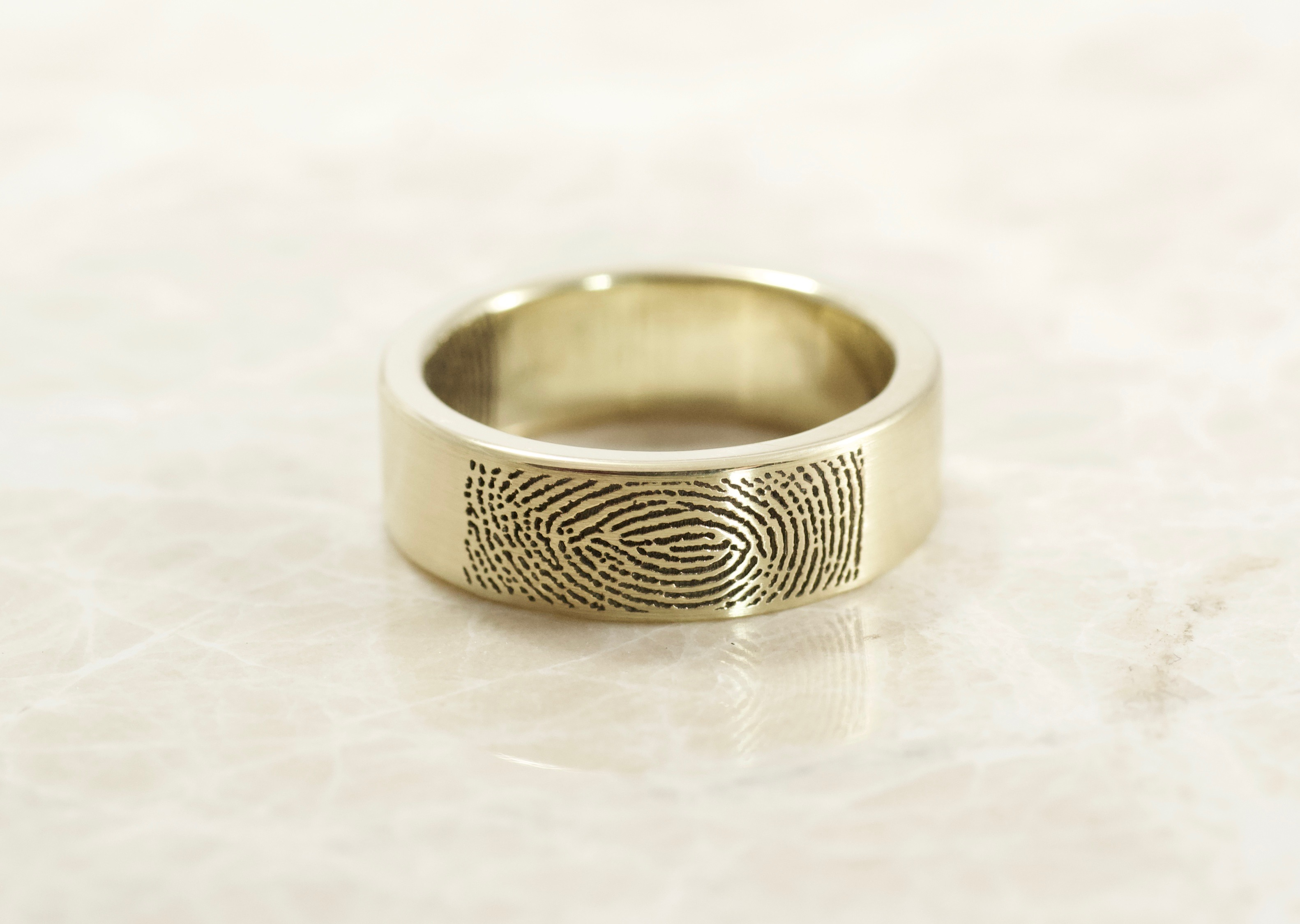 Custom Flat band in yellow gold fingerprint with your fingerprint