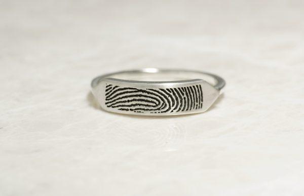 Delicate fingerprint signet ring